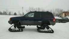 Jeep-Grand-Cherokee-on-Tracks.jpg