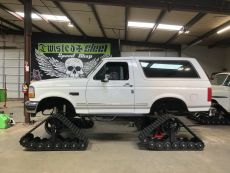 Twisted-Steel-Ford-Bronco-American-Track-Truck-DOMINATOR-XL.jpg